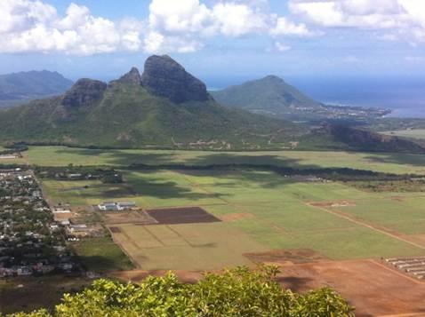 Mauritius: Low-altitude mountains
